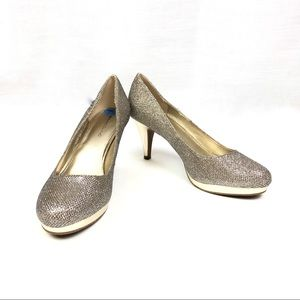 Gold sparkle pumps size 7.5 Bandolino